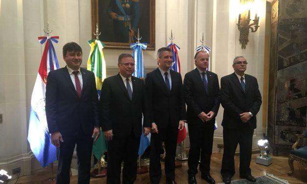 """Ministro Walker anuncia apertura del mercado brasileño para productos orgánicos: """"Esto nos abre las puertas de un mercado enorme para la producción orgánica chilena"""""""