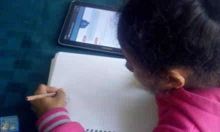 PROFESORES DE ESCUELA RURAL DE MICHILLA EMPLEAN NOVEDOSO MÉTODO EDUCATIVO CON SUS ALUMNOS