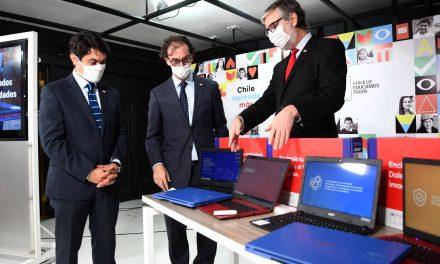 MINEDUC ADELANTA ENTREGA DE 122 MIL COMPUTADORES CON CONEXIÓN GRATUITA A INTERNET A ESTUDIANTES DE 7° BÁSICO