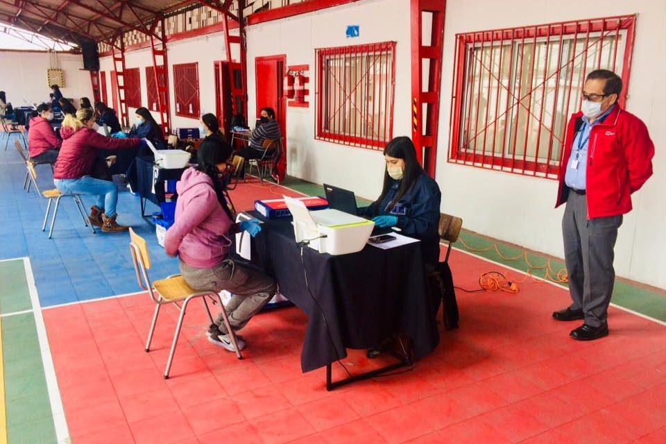 SEREMI DE EDUCACIÓN ENTREGÓ MÁS DE 200 NOTEBOOKS A ALUMNOS DE PARTICULARES SUBVENCIONADOS