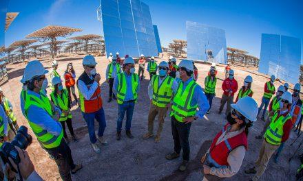 Ministros de Energía y Ciencias destacan la importancia de la innovación en la reactivación económica durante visita a Cerro Dominador