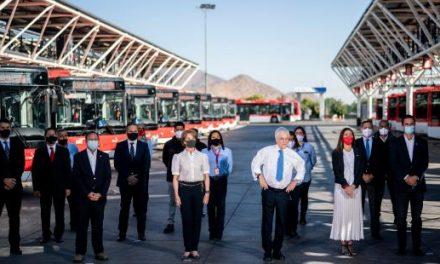 Presidente piñera da inicio al electroterminal el conquistador, el mayor de su tipo en el país y que abastecerá a buses red en la región metropolitana