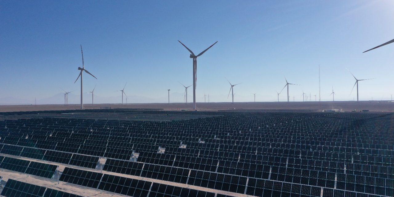 """Ministro Jobet sobre el anuncio de Aes Gener para desarrollar un proyecto de hidrógeno verde a gran escala en Chile:  """"Seguiremos trabajando para potenciar las inversiones nacionales e internacionales y así construir nuevos polos de progreso en distintas regiones de Chile"""""""