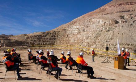 Presidente de Codelco llegó hasta El Salvador a presentar proyecto Rajo Inca