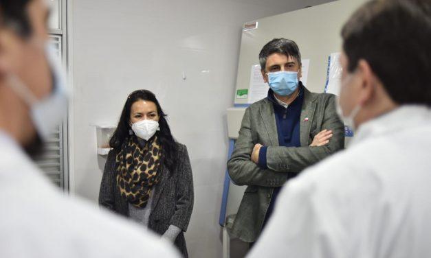 Ministro de Ciencia visita laboratorio de la UDA que apoyará el seguimiento de variantes del Coronavirus