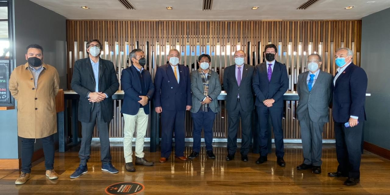 Puerto de Antofagasta recibe visita de Embajador de Paraguay